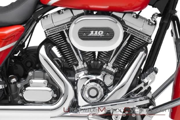 2010_Harley-Davidson_CVO_Street_Glide 2