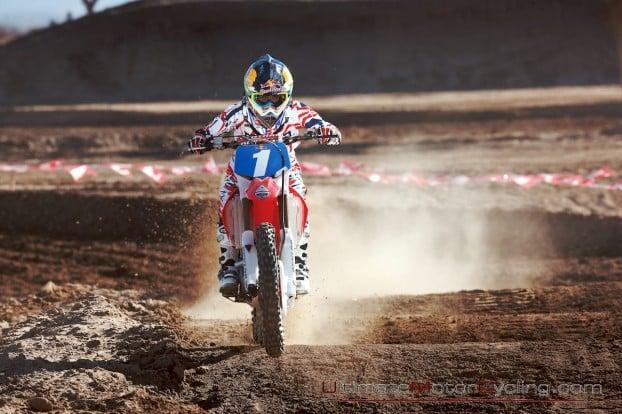 2010_Ashley_Fiolek_Motocross_Wallpaper 3