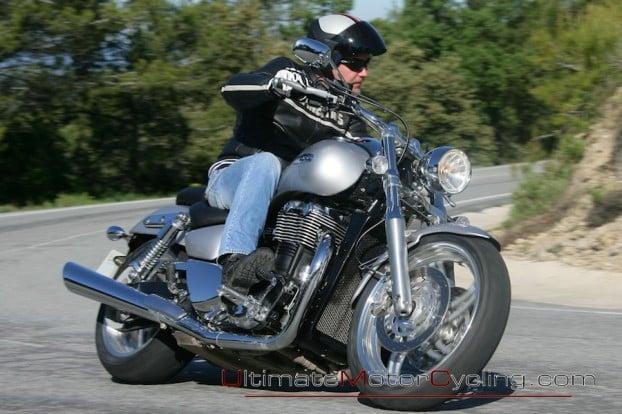 2010_Triumph_Thunderbird 5