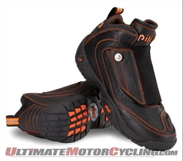 2010-piloti-800-boots-at-us-motogp 1