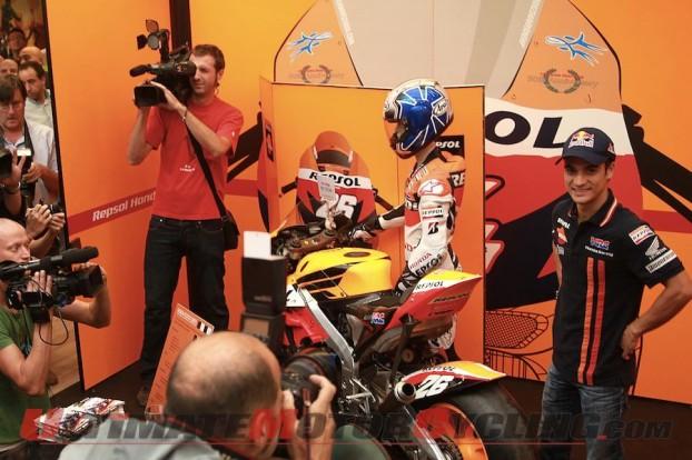 2010-motogp-pedrosa-greets-fans-in-aragon 5
