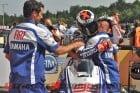 2010-yamaha-lorenzo-renews-motogp-contract 5