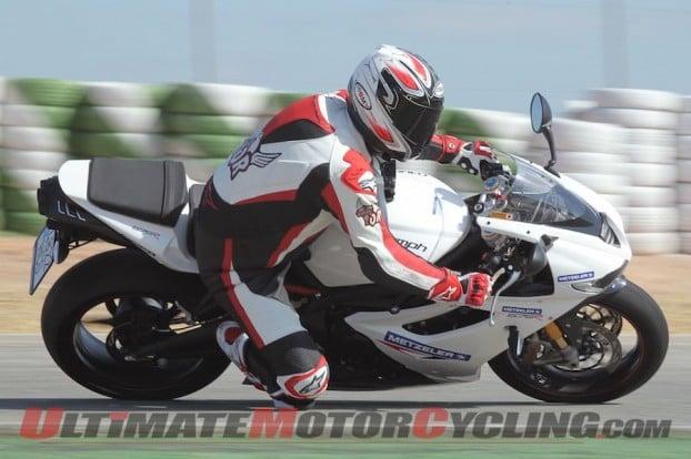 2011-triumph-675r-vs-suzuki-gsx-r600 4