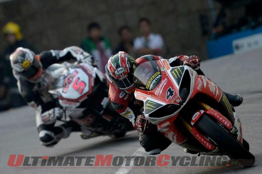 Yamaha's Ian Hutchinson leads Honda's Michael Rutter during Macau Motorcycle Grand Prix qualifying