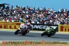Pata Honda Racing's Jonathan Rea leads Kawasaki's Loris Baz