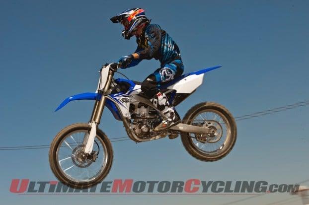 Oakley-Airbrake-MX-Goggles-jump