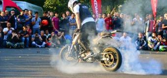 Rok Bagoros Stunts Istanbul Aboard KTM 200 Duke   Video