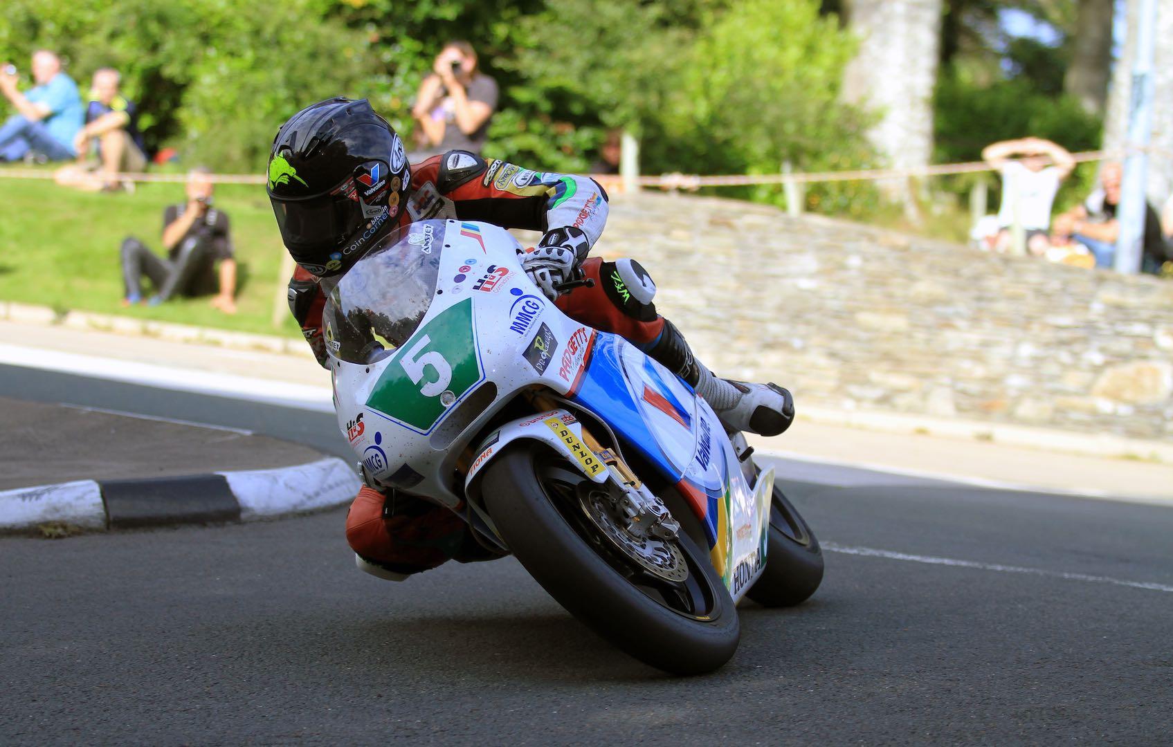 2016 Classic TT 250cc Lightweight   Honda's Anstey Claims Record Win