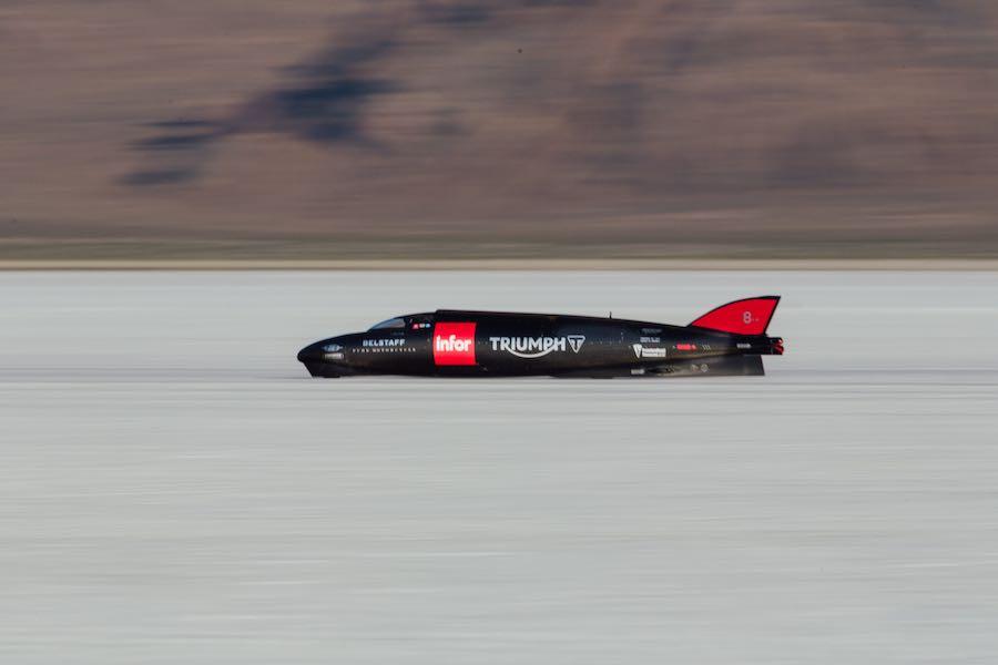Guy Martin Pilots Streamliner to 274.2mph - Fastest Triumph at Bonneville