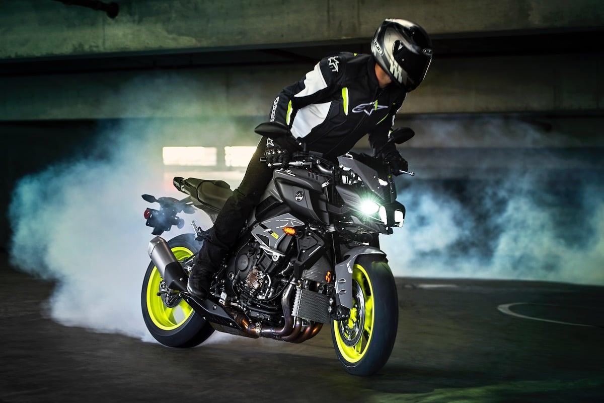 2017 Yamaha FZ-10 burnout