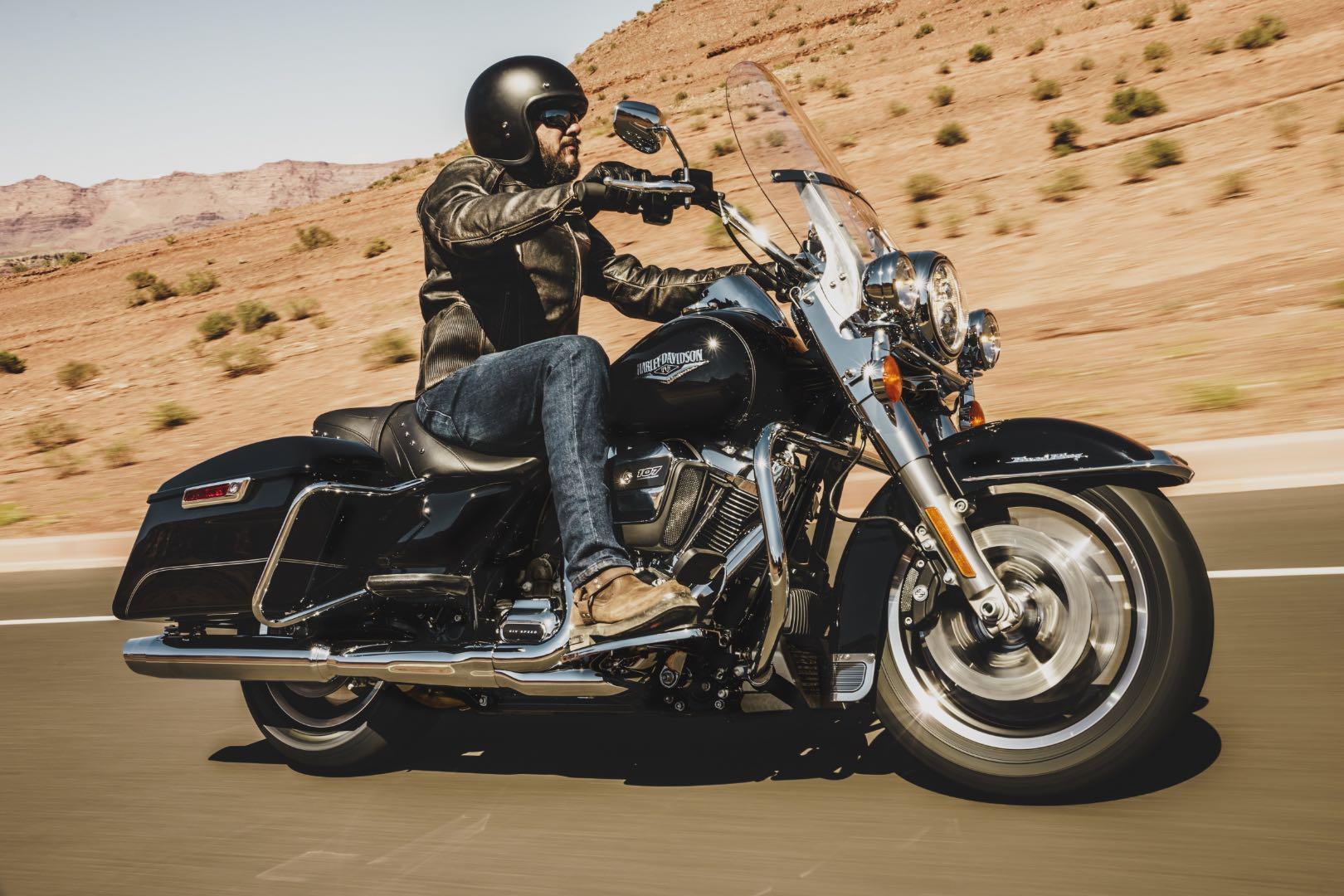 2017 Harley-Davidson Road King Buyer's Guide | Specs & Price