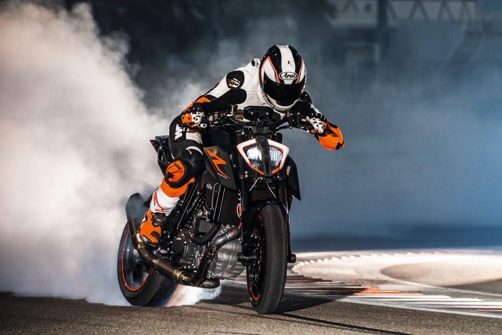 2017 KTM 1290 Super Duke R First Look