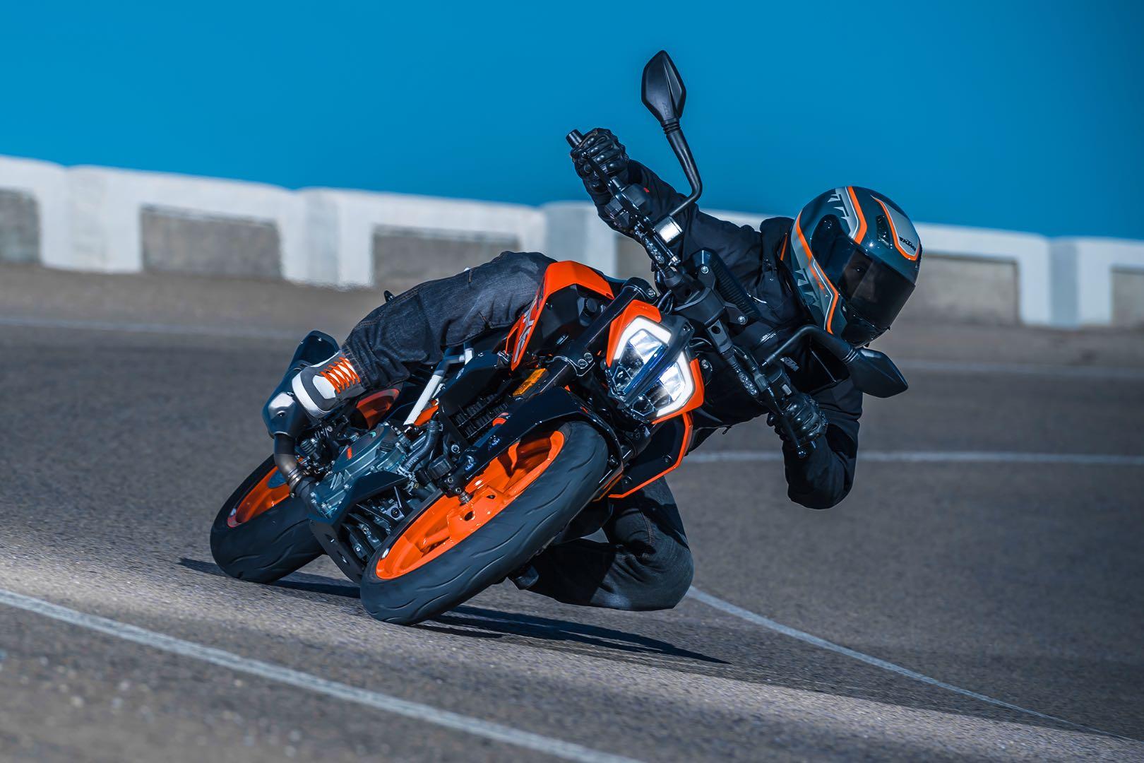 2017 KTM 390 Duke First Look | Baby Duke Gets Updated