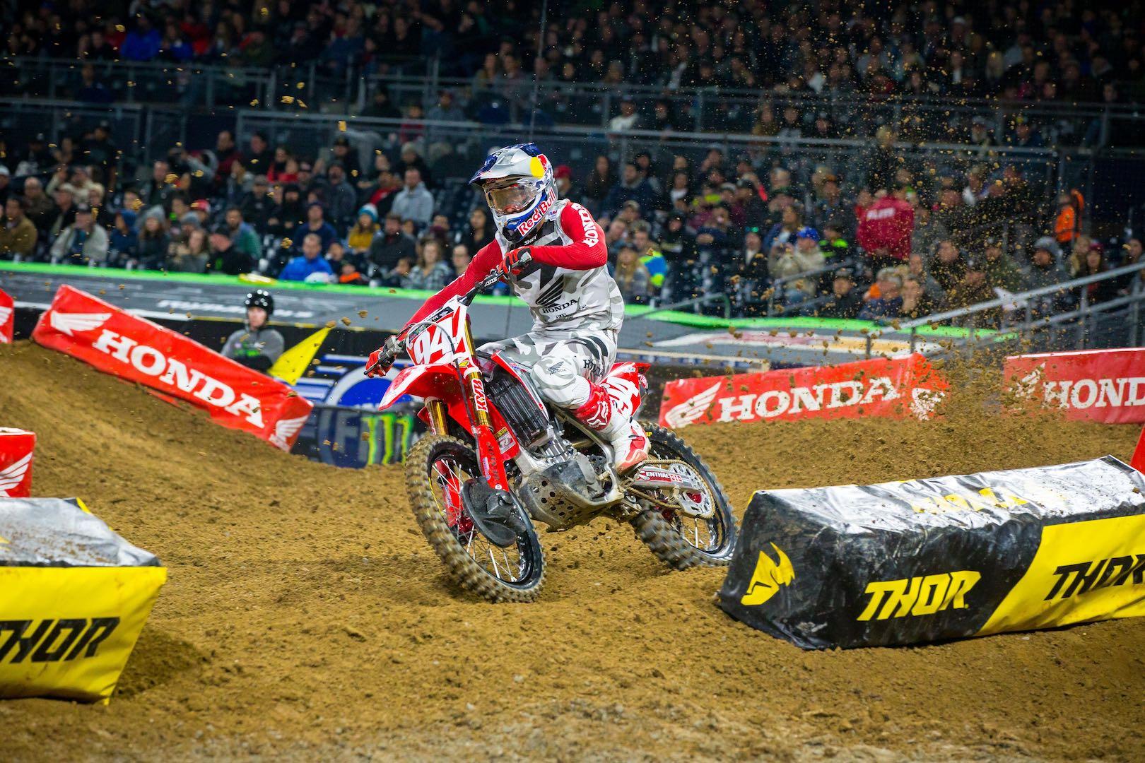 2017 Anaheim II Supercross Preview | Can Anyone Stop Honda's Roczen?