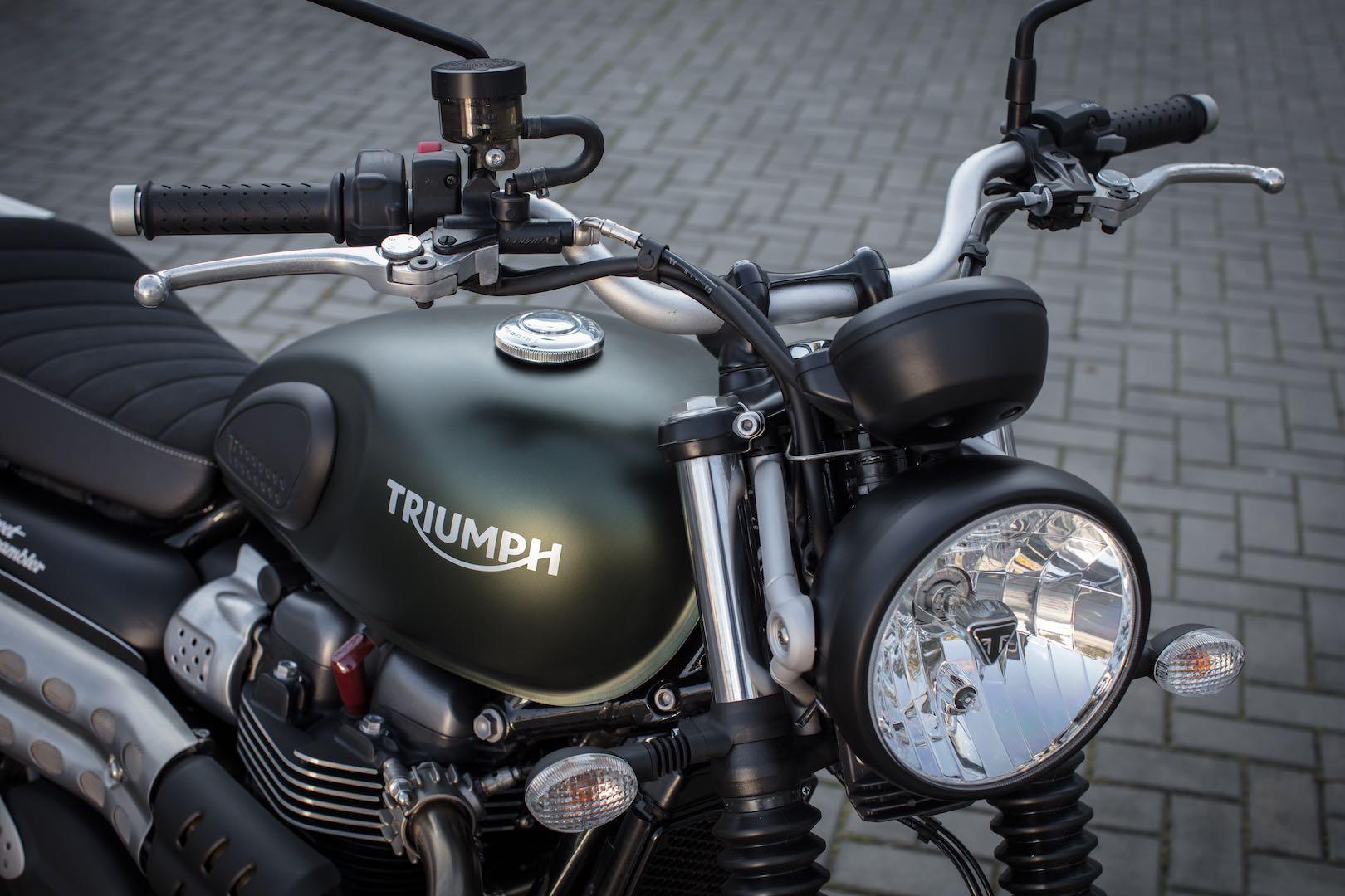 2017 Triumph Street Scrambler Review: headlight