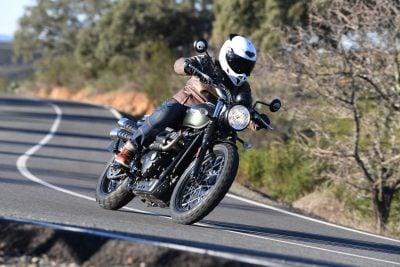 2017 Triumph Street Scrambler Review: cornering