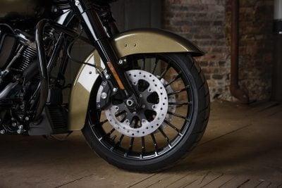 2017 Harley-Davidson Road King Special front wheel
