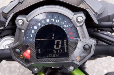 Kawasaki Z900 gauges
