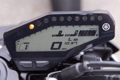 2017 Yamaha FZ-09 gauges