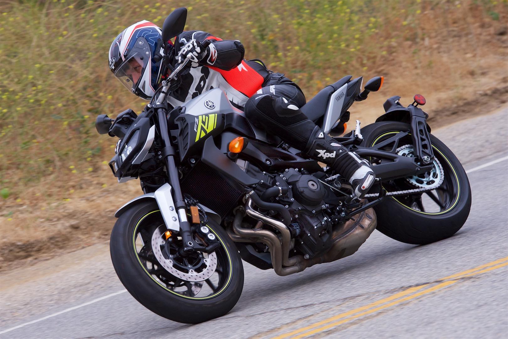 2017 Yamaha FZ-09 test