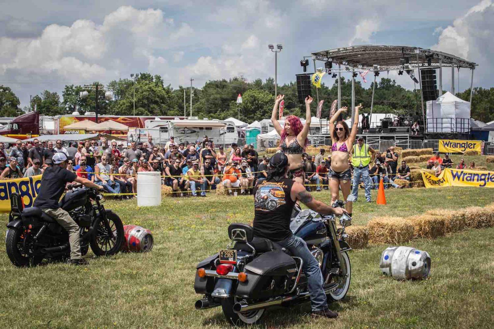 2017 Gettysburg Bike Week Recap: barrel row