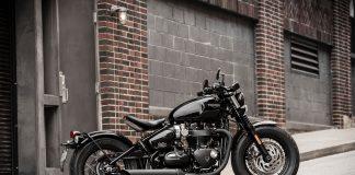 2018 Triumph Bonneville Bobber Black first look