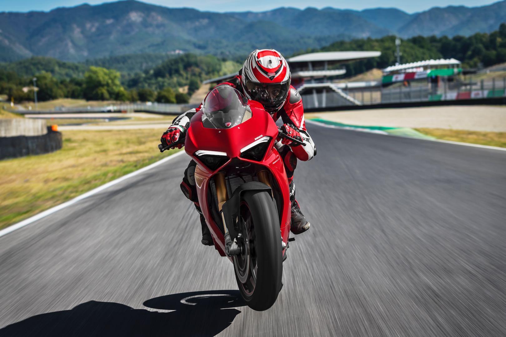 2018 Ducati Panigale V4 wheelie