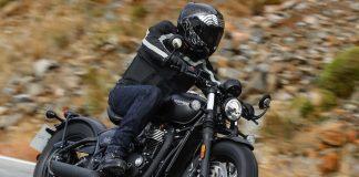 2018 Triumph Bonneville Bobber Black exhaust