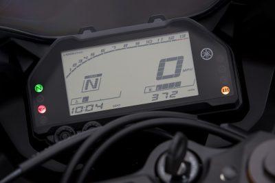 2019 Yamaha YZF-R3 gauges