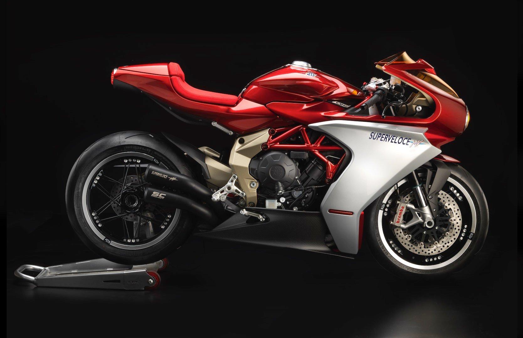 MV Agusta Superveloce 800 Wins Concorso - right profile