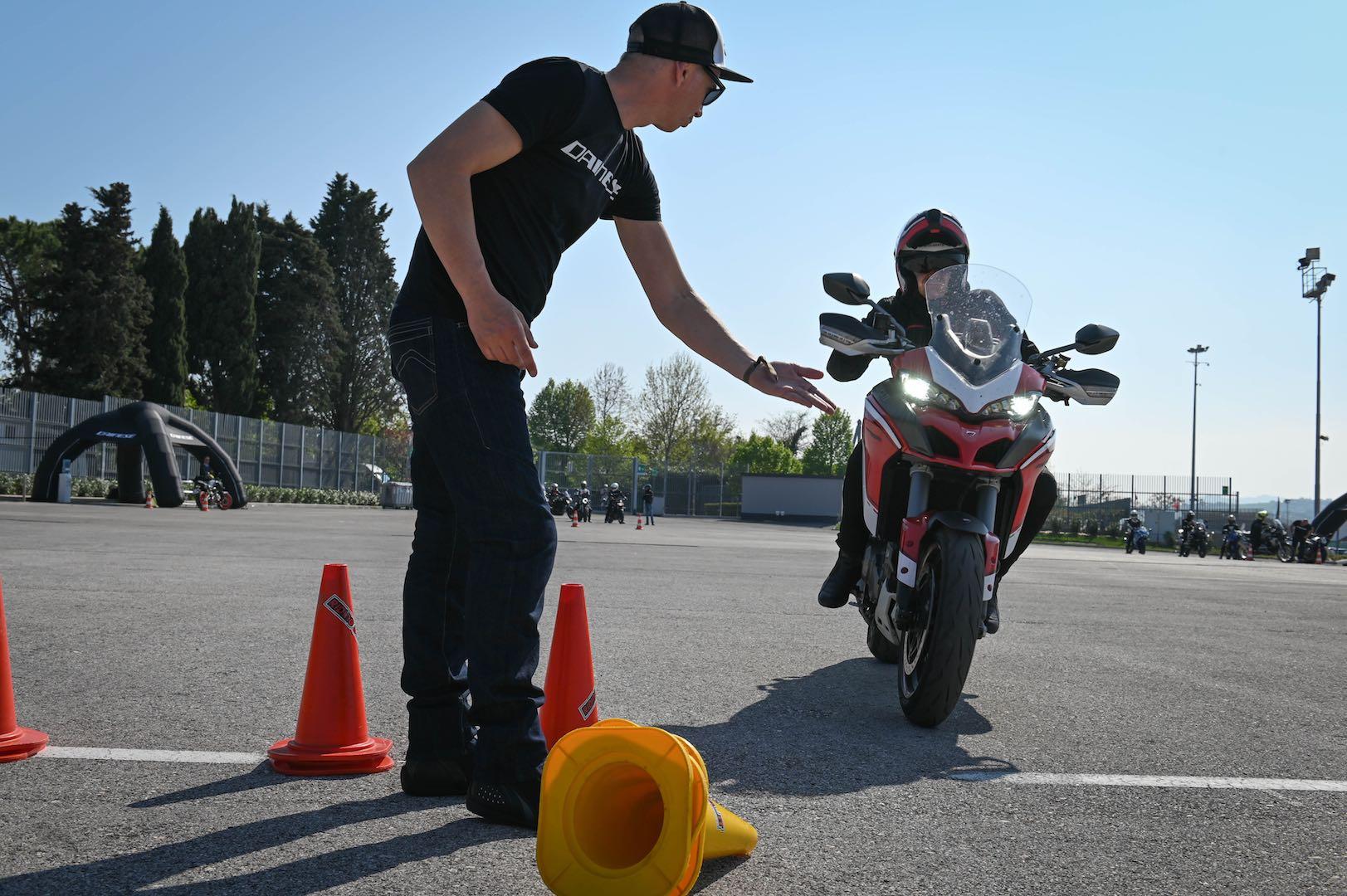 Dainese Riding Master School