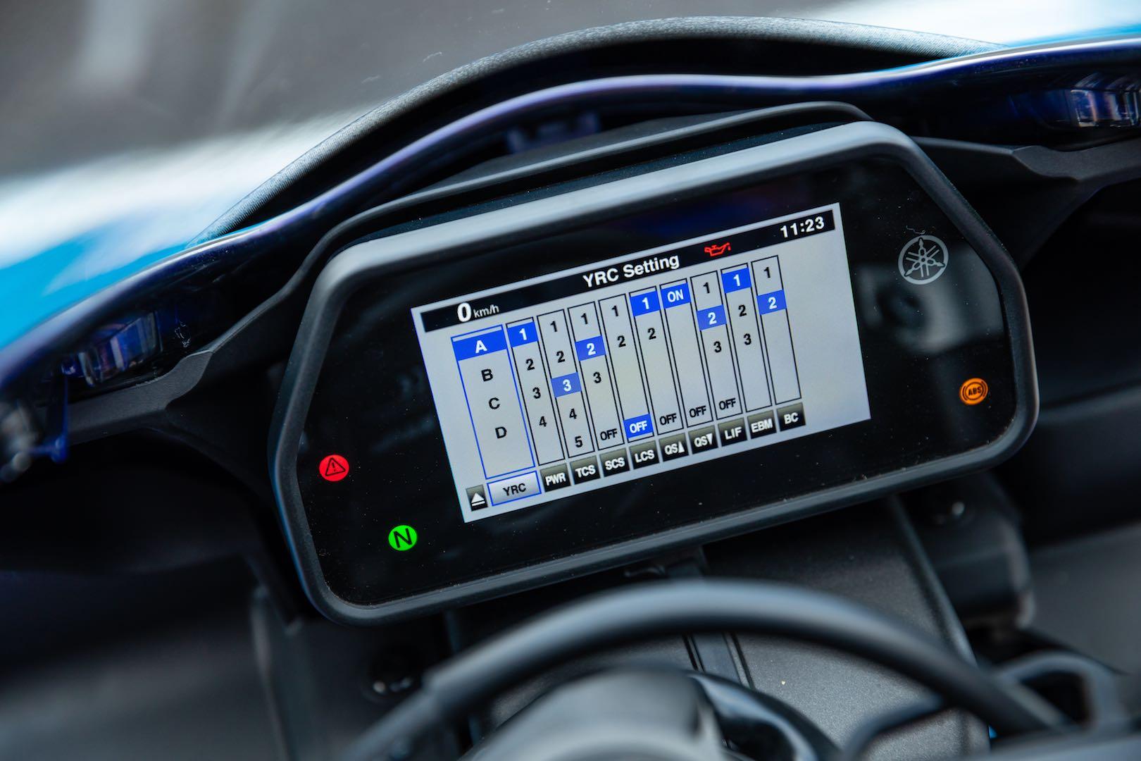 2020 Yamaha R1 electronics
