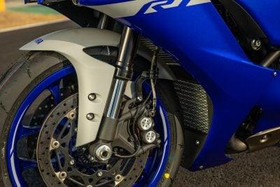 2020 Yamaha R1 brakes